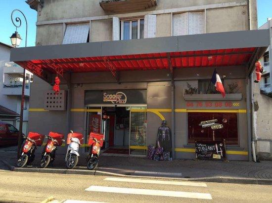Вуарон, Франция: Scooter Pizz