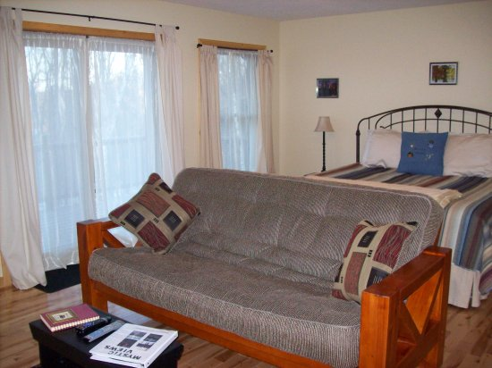 Pequot Lakes, MN: Large Suite with King Bed