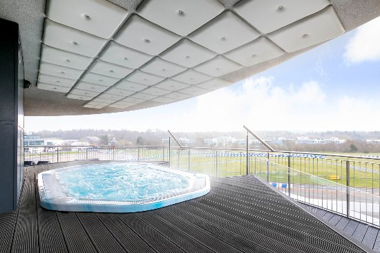 Brooklands hotel updated 2017 reviews price comparison for Balcony hot tub