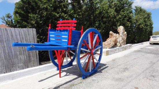 Lithakia, Greece: Wóz do przewozu oliwek