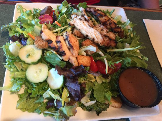 Gambrills, MD: Salad with chicken