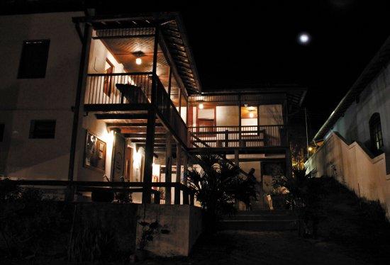 Itabira, MG: Museu interno noturno