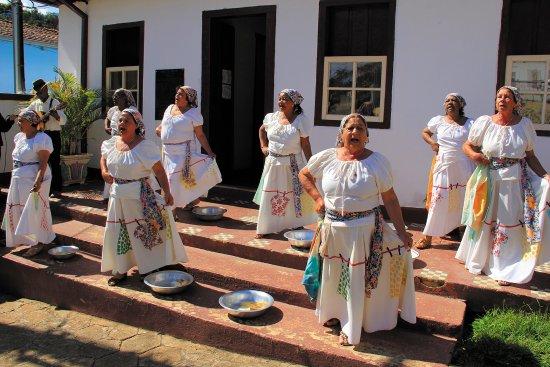 Itabira, MG: Grupo folclórico Lavaderias de Ipoema que sempre se apresenta em festas do Museu