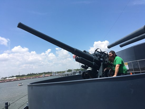 La Porte, Teksas: One of the many guns that were on the ship.