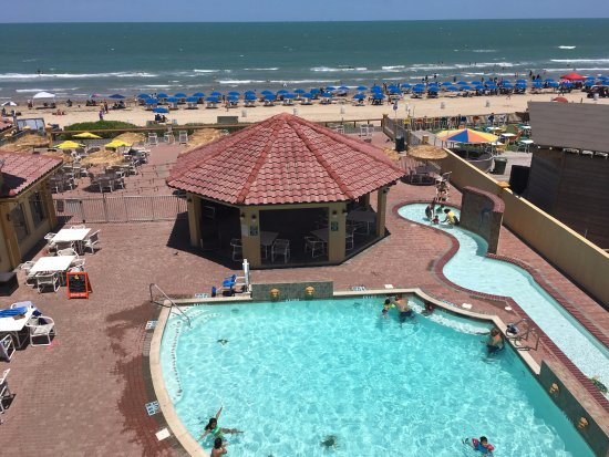 La Quinta Inn & Suites South Padre Island: Rooms with ocean view also are above a noisy area in the evening.
