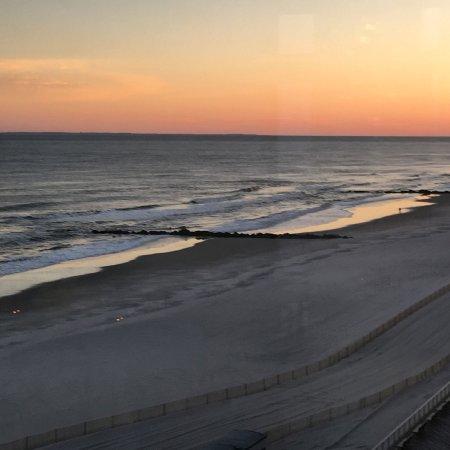 ลองบีช, นิวยอร์ก: Sunset View of Atlantic Ocean from Oceanfront room
