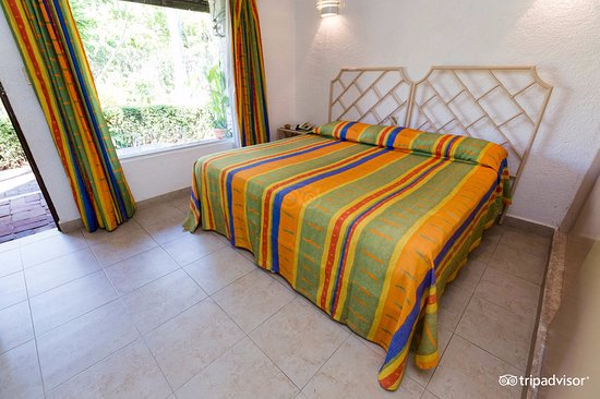 Sands Acapulco Hotel & Bungalows: Bungalow cama king size
