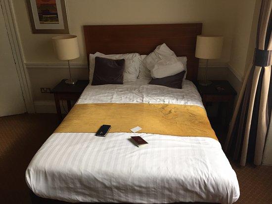 Cavendish Hotel- Bloomsbury : le lit pour 2 : 120cm de large
