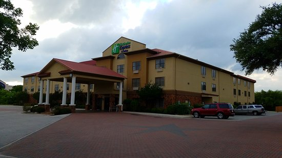 Holiday Inn Express Hotel & Suites: 20170516_191925_large.jpg