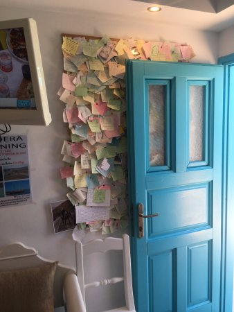 Villa Rose: Sticky notes full of happy feelings from the guests :) Nice Gesture.