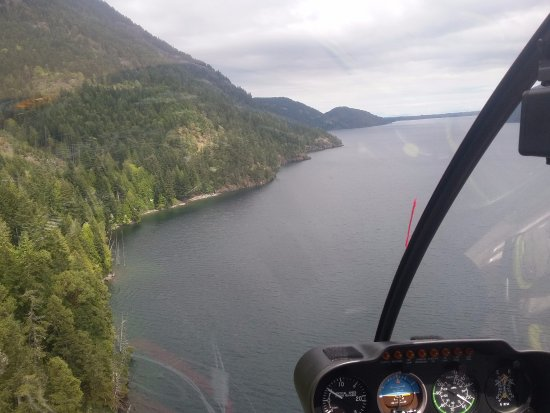 Campbell River, Canada: Flying along the shore at Comox Lake