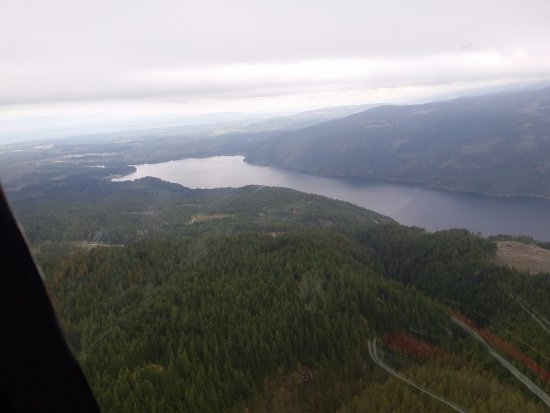 Campbell River, Canada: Flying towards Comox Lake