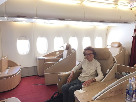 Air france la premiere a380 meal and lie flat bed for A380 air france interieur