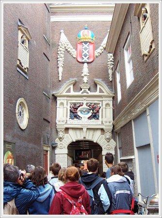 Musée historique d'Amsterdam : entrance to the musuem