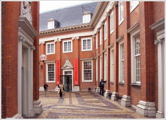 Musée historique d'Amsterdam : the interior