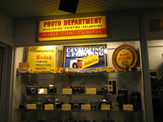 A variety of old film cameras (in the