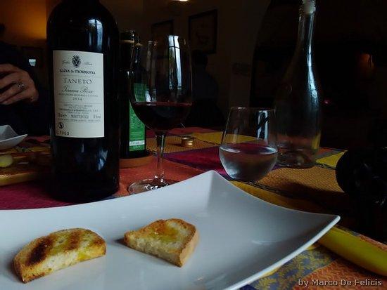 Terricciola, Italia: immancabile bruschetta per degustare il loro ottimo olio