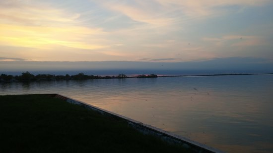 Saint-Zotique, Canada: Beautiful dawn on the St Lawrence