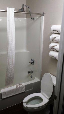 Saint Clair, MO: Clean restroom