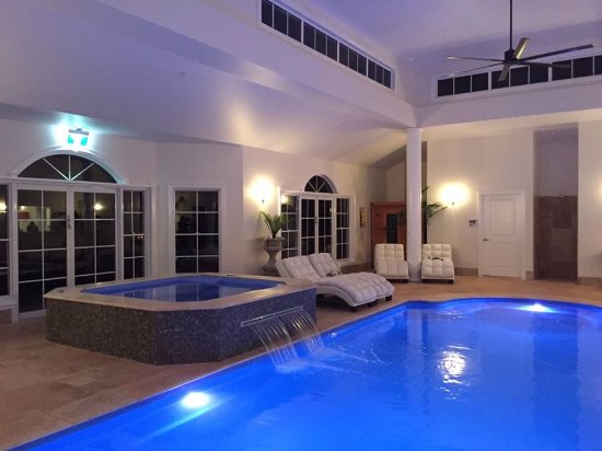 Inverell, Australie : The Day Spa at night
