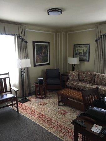 Marriott Syracuse Downtown: Stickley Furniture, Comfy!