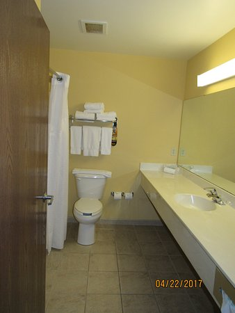 Vadnais Heights, MN: Bathroom