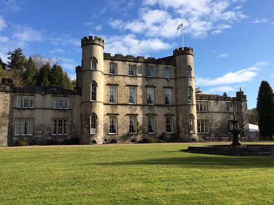 Dalkeith, UK: Beautifully kept rear of castle.
