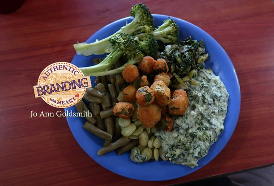 Golden Corral: A Vegetable Medley: Nice Creamed Spinach & Broccoli, but pass on the lifeless String Beans
