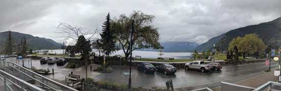 Harrison Hot Springs, Canadá: View from the hotel front door