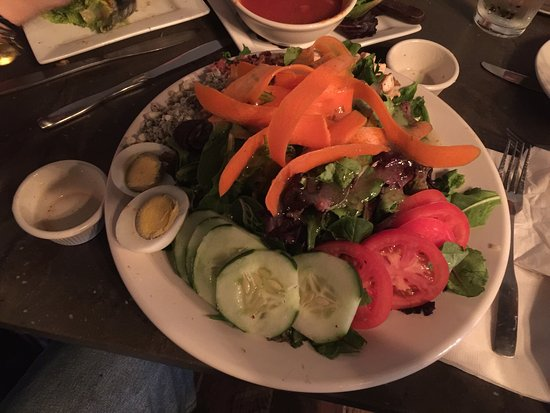 Chili, NY: A great salad! An interesting wall with wine lid covers makes for an interesting atmosphere! The