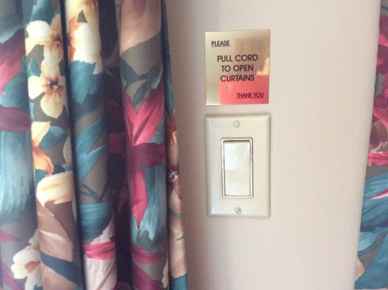 Whitney, Canada: Second set of instructions on how to open curtains.