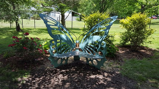 Carbondale, IL: Butterfly bench