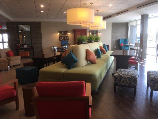Pasadena, Техас: Hermoso hotel excelente detalles de decoración muy tranquilo y el personal amable