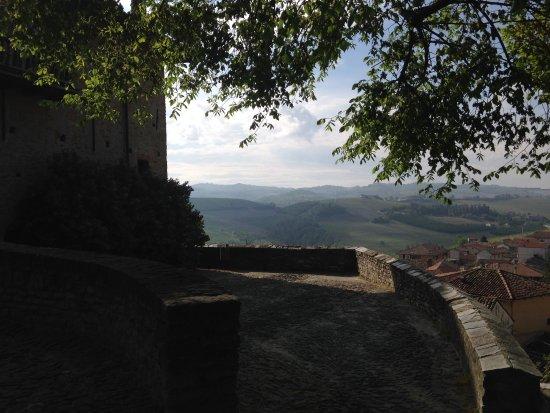Serralunga d'Alba, İtalya: panorama dal castello