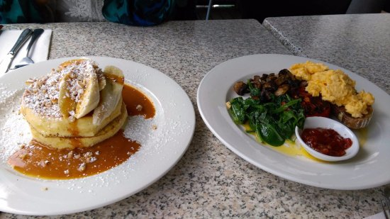Binalong Bay, Australia: The pancakes and the eggs that we had - with amazing spinach and mushrooms!