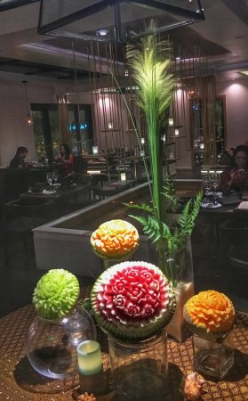 Noi Thai Cuisine: Beautiful from the moment you stepped in - the flowers are carved melons.