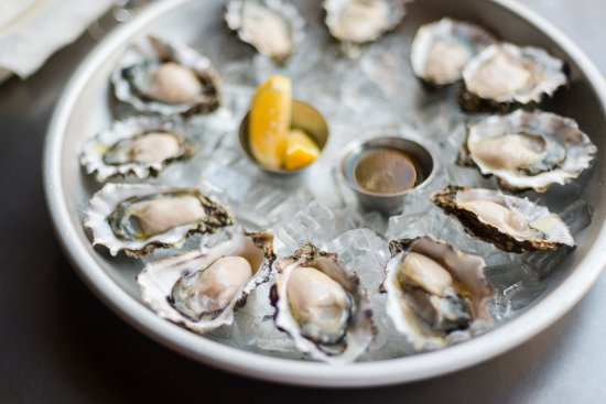 Ukiah, Californië: $ 1.00 Oysters for Happy Hour every day!