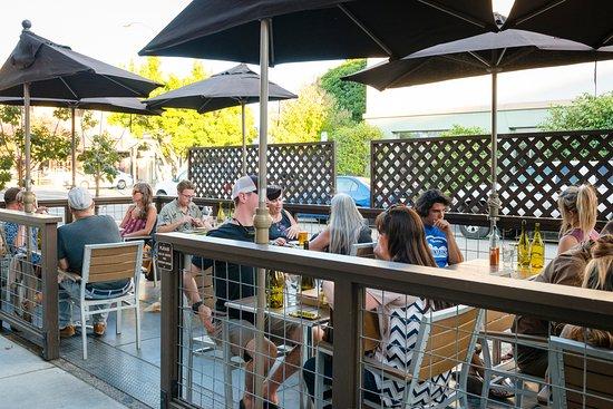 Ukiah, CA: Outside dining