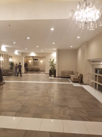 Raleigh Hotel: Renovated part of the lobby