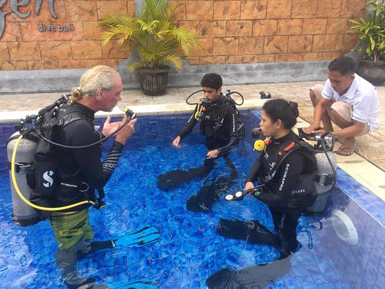 Candidasa, Indonesia: Learning the basics of Diving in a safe confined space