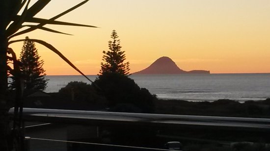 Ohope, Neuseeland: View from the deck of sunset, however view just as stunning from inside lounge