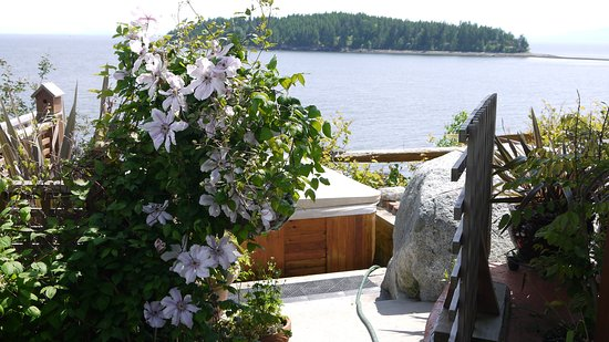 Sechelt, Canada: View in front of the property