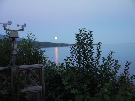 Sechelt, Canada: moon rise view from the property