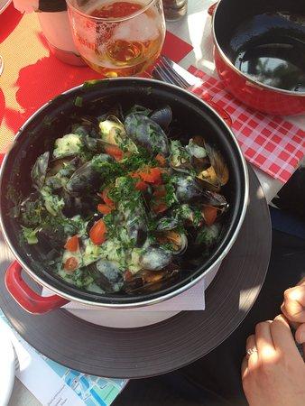 De mosseltjes met huisgemaakte verse lookboter met vele groentjes en kruiden een toppertje 🙌🙌?