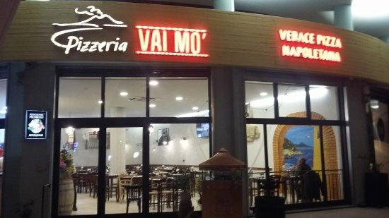 Pizzeria vai mo\' Nuova location - Bild von Pizzeria Vai Mo ...