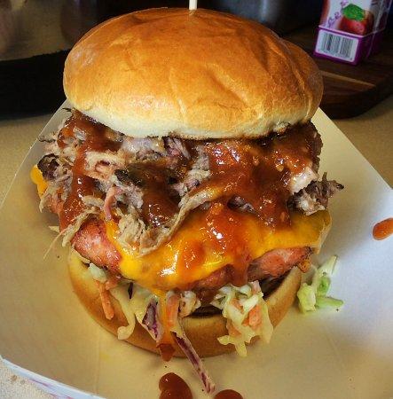 Albany, Орегон: Smokin Hog Burger (Smoked Gr. Pork Burger w/Pulled Pork)