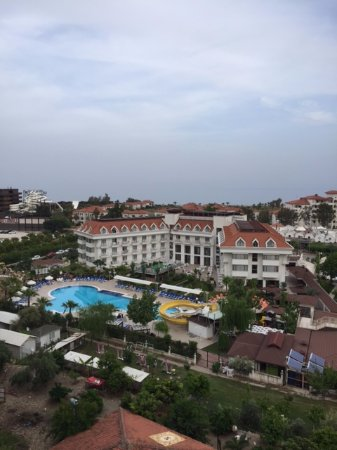 Grand Mir'Amor Hotel : вид отеля со склона