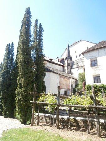 Cermes, إيطاليا: Interno delle mura del Castello