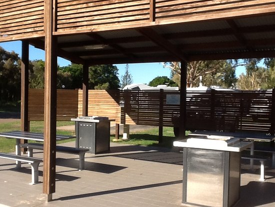 Coolum Beach, Australia: BBQ area