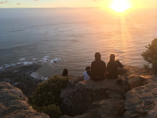 Atlantic Point Backpackers : Group hike to Lions head mountain (difficult hike)